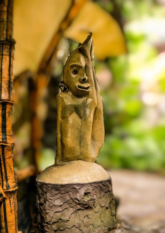 Bức tượng hai mặt